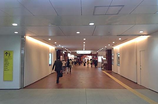 ここで木挽町(こびきちょう)広場(営業時間:9;30-18:30)の出店が見えてきます。