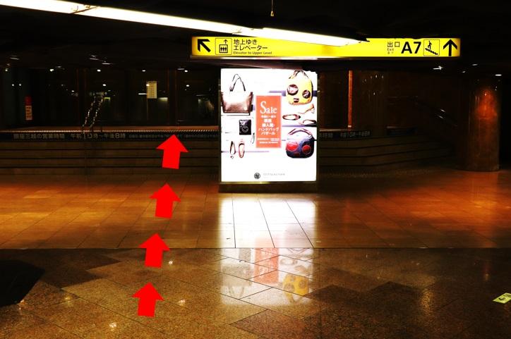 銀座駅改札を出て、左側A7へ向かいます。